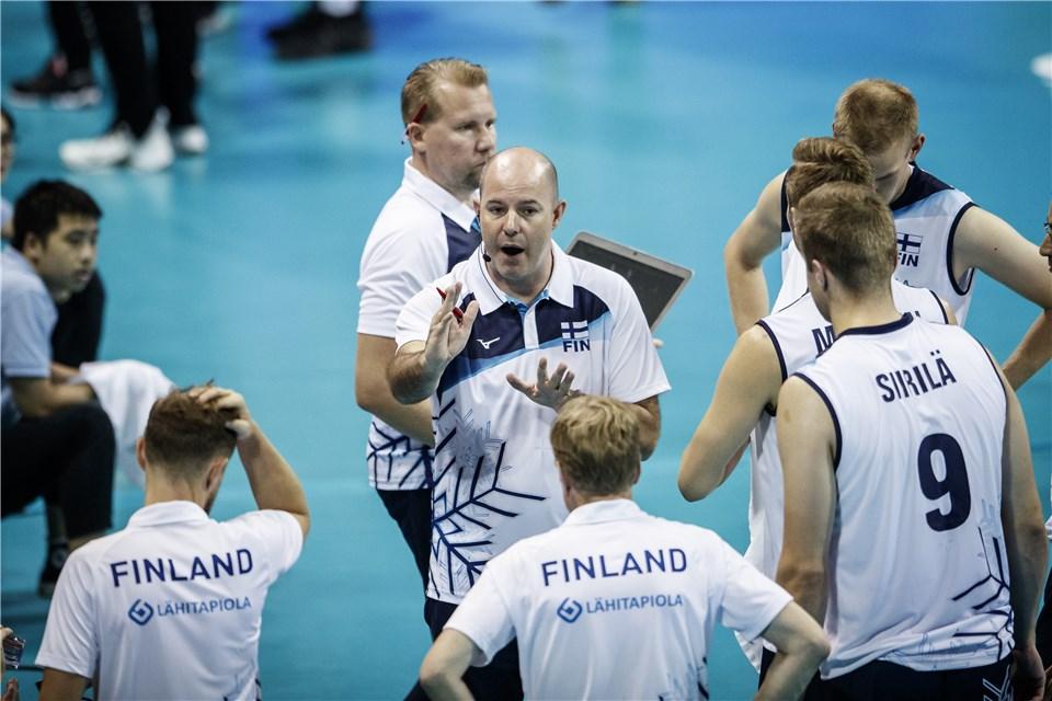 Veeti Nikkinen: nuori lentopalloilija sai päävalmentaja Joel Banksin kehut