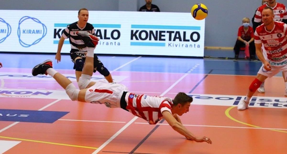 Lentopalloilija Aaro Nikula loukkaantui – palasi pikavauhtia kentälle