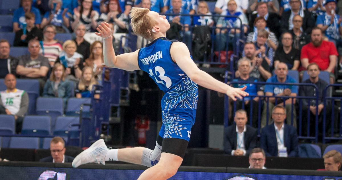 Antti Ropponen ja Tiikerit yllätysiskussa, ja se saattoi tietää runkosarjan voittoa Savo Volleylle