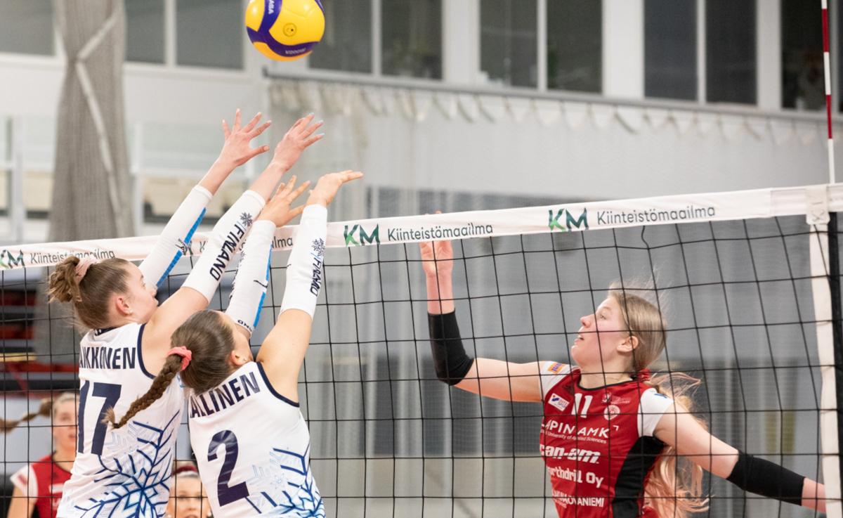 Iina-Reetta Kaikkonen, 14, yksi historian nuorimmista pelaajista lentopallon pääsarjassa